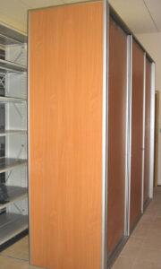 Regał zamykany z drzwiami przesuwnymi