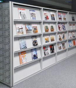 Regały na czasopisma