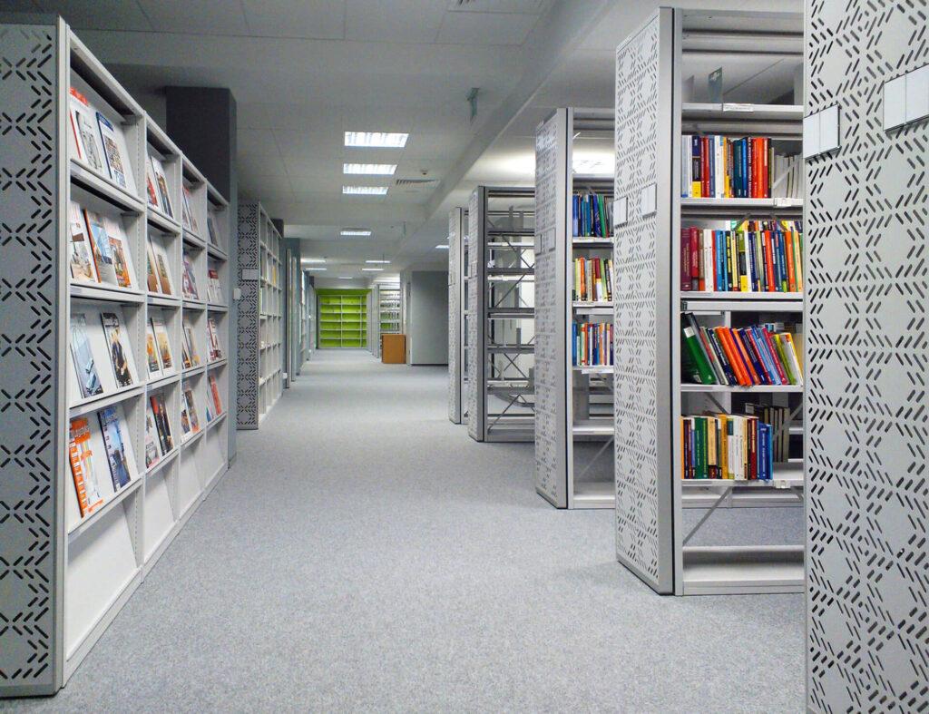 Biblioteczne regały stacjonarne i ekspozycyjne